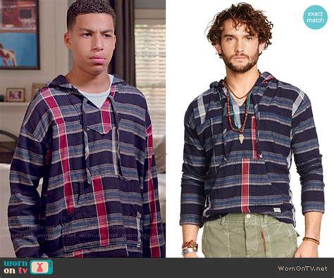 marcus scribner on wendy williams wornontv junior s blue striped hoodie on black ish