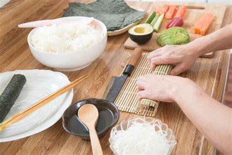 come fare il sushi a casa differenza tra sushi e sashimi due piatti tipici della