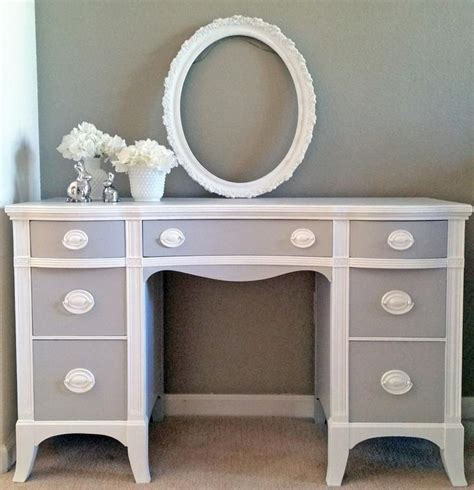 Grey Painted Desk by 25 Best Ideas About Painted Desks On