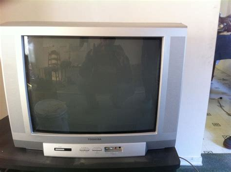 Tv Toshiba Model 32p2400 free 19 inch toshiba tv central saanich