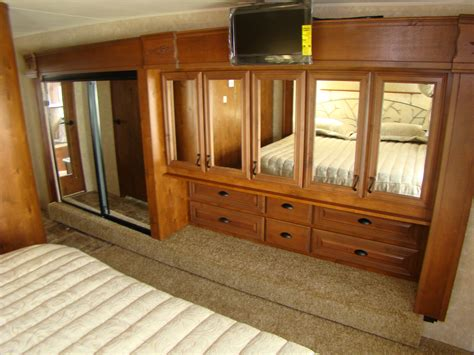Rv Closet Doors by Open Range Cer Rving Is Easy At Lerch Rv