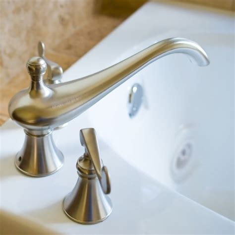 cleaning bathroom faucets how to clean light fixtures cleaning tips bathroom cleaning cleaning faucets bathtub