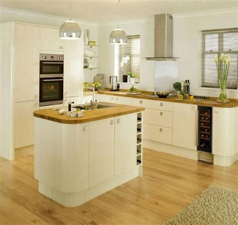 cream gloss kitchens ideas 17 best ideas about cream gloss kitchen on pinterest