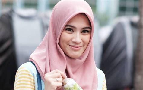 artis cantik indonesia  memutuskan berhijab