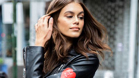 kaia gerber shows kaia gerber steps out in glossy eye makeup stylecaster