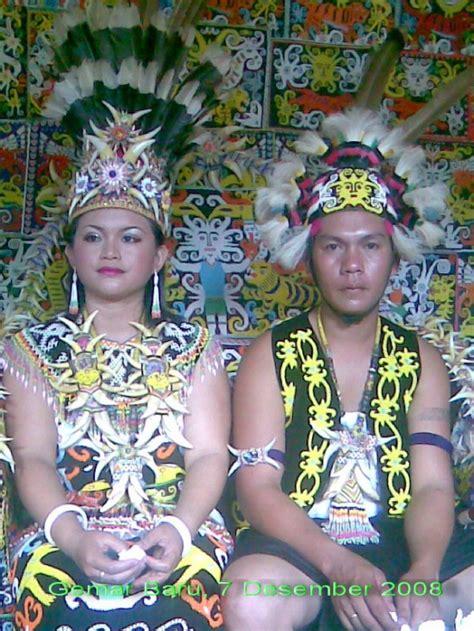 Baju Adat Orang Dayak suku dayak adel s story