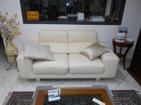 divani e divani klaus prezzo coppia divani in pelle beige con sedute allungabili klaus