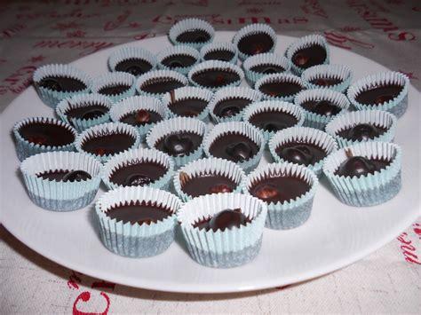 cioccolatini fatti in casa ripieni cioccolatini fatti in casa ripieni di amarene o nocciole