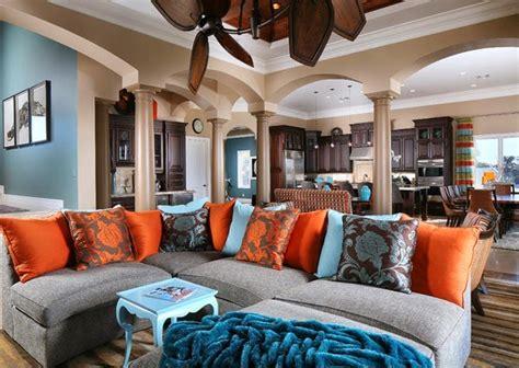 orange home and decor superbe salon avec des accents marron bleu et orange