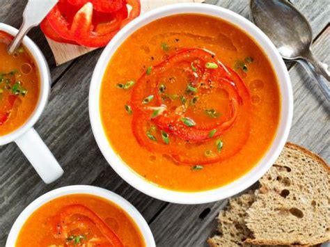 soupe de poivrons recette de soupe de poivrons marmiton