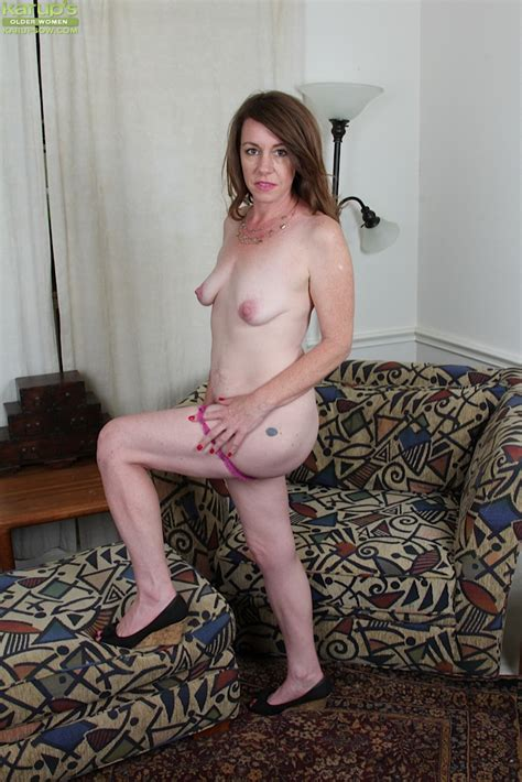 Aged Solo Model Joanie Bishop And Her Small Saggy Tits Posing Nude Pornpics Com