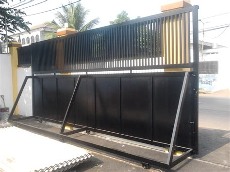 beberapa model contoh pintu pagar besi minimalis   Bengkel