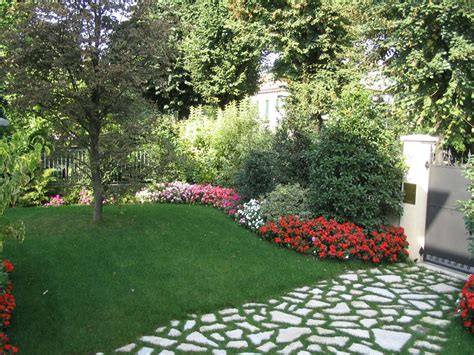 idea giardino progetto piccolo giardino con fioriture stagionali verde