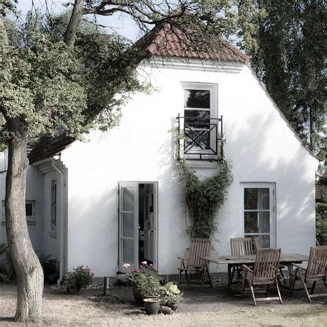 White Country Cottages by Cottages White Cottage And On