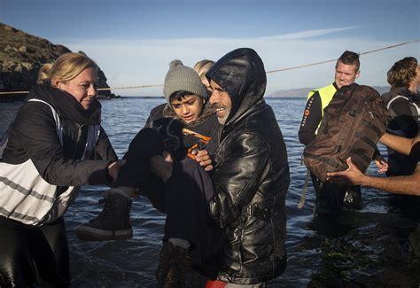 missing refugee boat turkey 30 missing as refugee boat sinks off turkish coast
