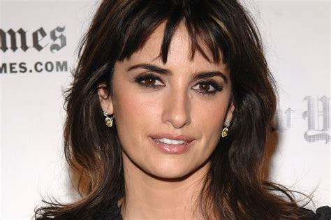 Jowl Covering Hair | the best hairstyles for a weak jawline beautyeditor