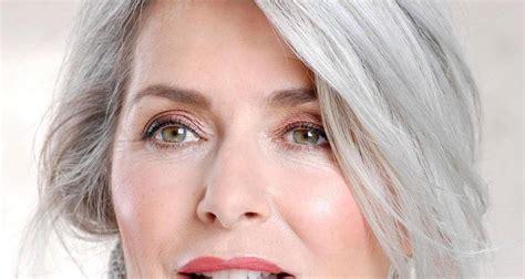 come portare i capelli a 50 anni capelli 7 fantastiche idee per portare i capelli grigi a