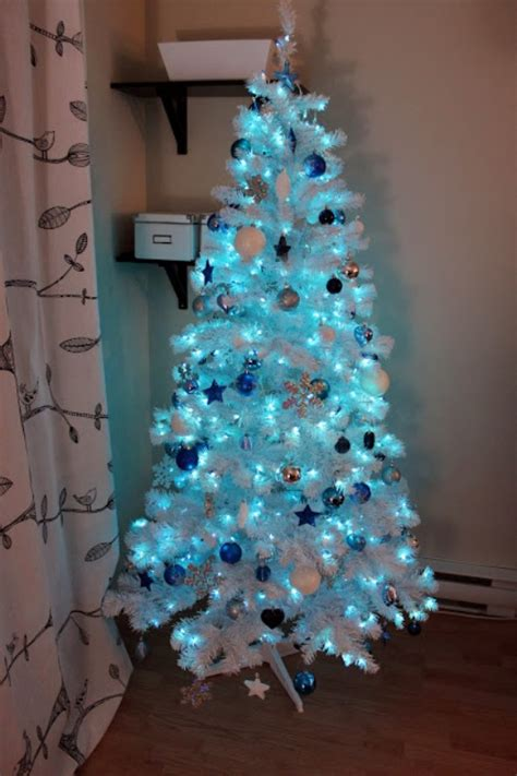 blue and silver decorated christmas trees 25 blue color theme tree decorations ideas magment