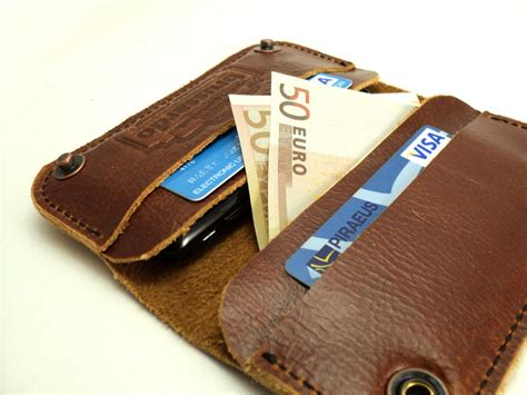 Handmade Leather Iphone - handmade leather iphone 4s gadgetsin
