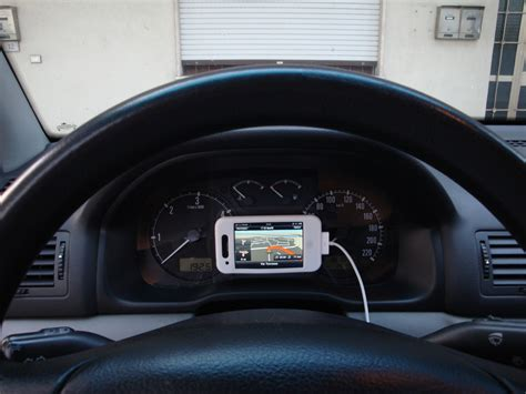porta iphone da auto un supporto da auto originale iphone italia