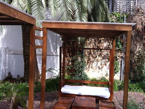 barcelona patio interior instalaci 243 n de una p 233 rgola de madera en un patio interior