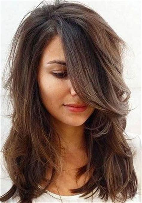 coiffure cheveux mi femme attache coloration des les 25 meilleures id 233 es de la cat 233 gorie coupes cheveux mi longs sur coiffures pour