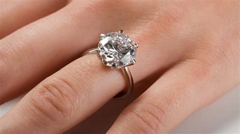 30170 Black White O Ring la curiosa e romantica storia dell anello di fidanzamento