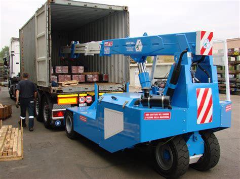 portata container gru semovente per carico e scarico container ed autocarri