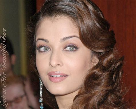 aishwarya eye color look at beautiful perceiving the eye color of