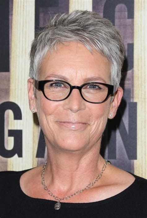 Hairstyles For 45 With Glasses by The Best Hairstyles For 50 For