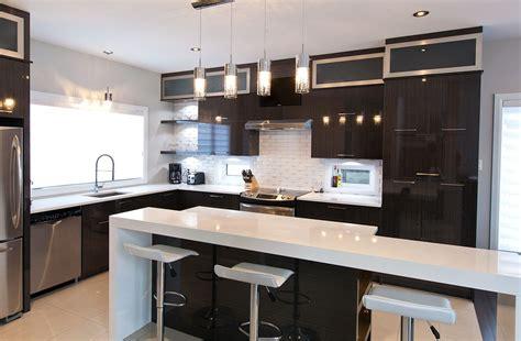 cuisine avec comptoir cuisine chic avec portes de stratifi 233 au fini lustr 233 et