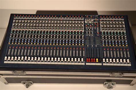 Audio Mixer Soundcraft Lx7ii soundcraft lx7ii 32 image 968281 audiofanzine