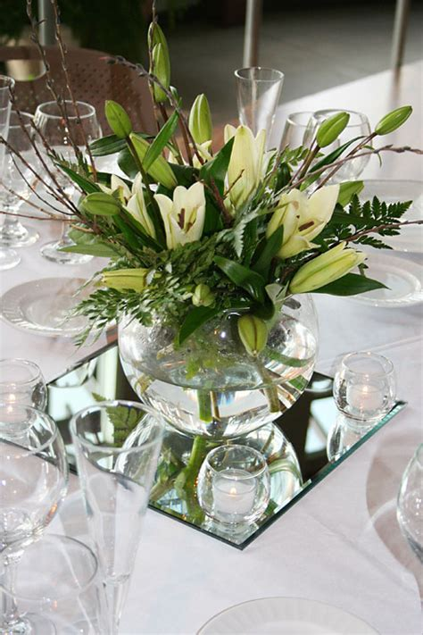 Eiffel Tower Vase With Flowers Laketown Golf Amp Conference Center Centerpiece Rental