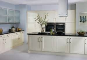 Cream Shaker Kitchen Cabinets by Cream Gloss Shaker Kitchen Kitchenfindr Kitchenfindr Co Uk