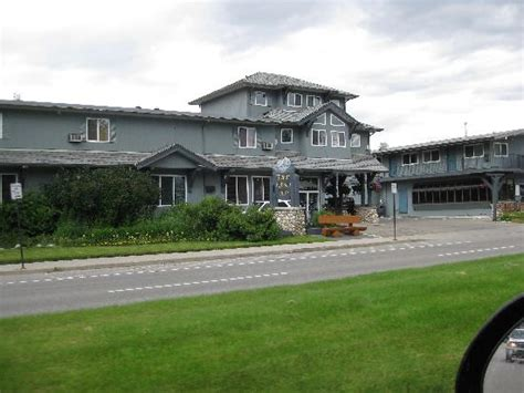 2 Bedroom Suite Daytona Beach Mount Robson Inn From 4 Lane Road Out Front Picture Of