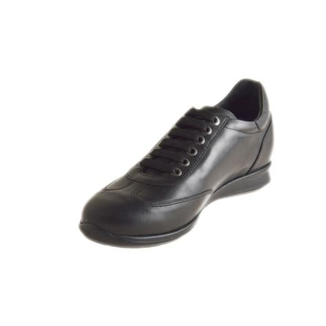 small or large closed shoe laces in black leather