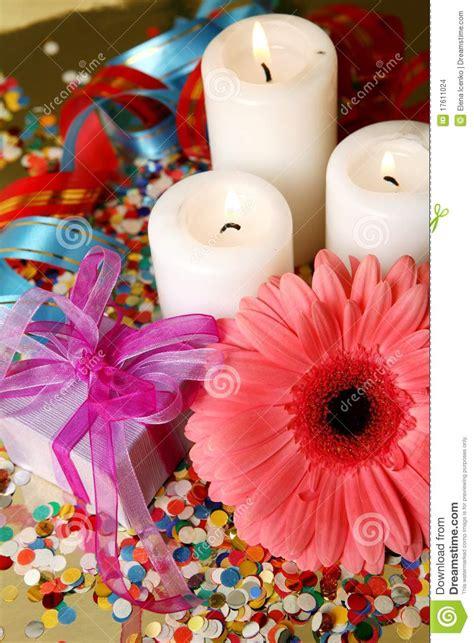 immagini candele e fiori fiori e candele fotografia stock immagine di sorpresa