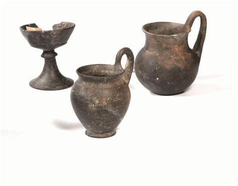 vasi di bucchero quattro vasi in bucchero archeologia classica ed egizia