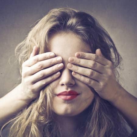 imagenes ojos vendados pixwords la imagen con ciego los ojos vendados las manos