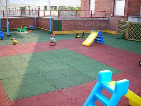 pavimento antiurto quadrio pavimento antitrauma granulo di gomma sbr