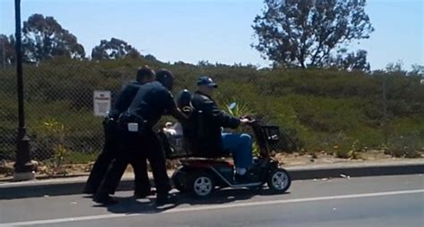 San Diego Officers by 2 San Diego Officers Push Disabled Vet 2 Home