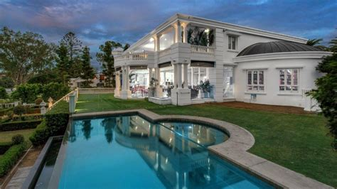 Italian Property Records Landmark Luxury Riverfront Mansion Set To Yeronga Record