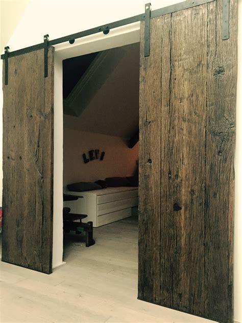 transformer porte battante en porte coulissante le petit atelier 187 porte battante metal et bois