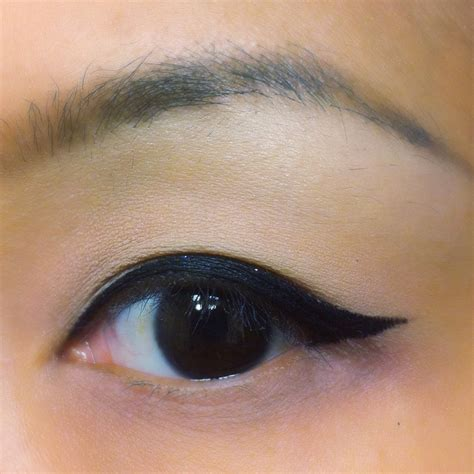 the difference between cat eyes and winged eyeliner