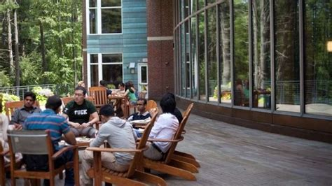 Tuck Dartmouth Mba Phs by Tuck School Of Business What Makes Tuck Distinctive Why