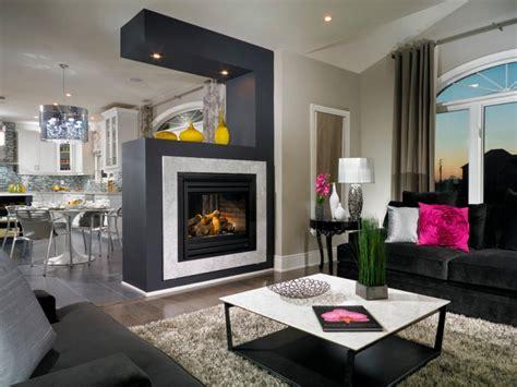 raumteiler wohnzimmer essbereich modernes wohnzimmer mit kamin gestalten 30 bilder
