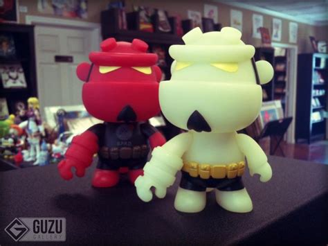 Hellboy Qee Collection Version Vinyl Figure hellboy 5 quot mini qee by toy2r vinyl kidrobot other