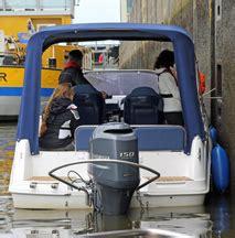 motorboot anlegen in der box motorboot training in hamburg auf der elbe