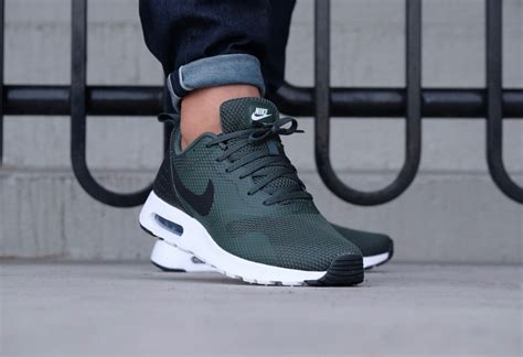 nike air max tavas grove green black white