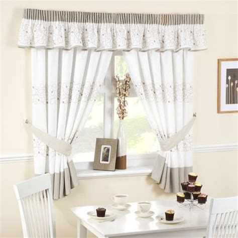 cute kitchen window curtains 133 best images about cute curtains on pinterest